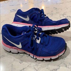 Women's Nike Dual Fusion running shoes